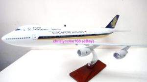 "Singapore Airline 18"" Boeing 747 travel agent model"